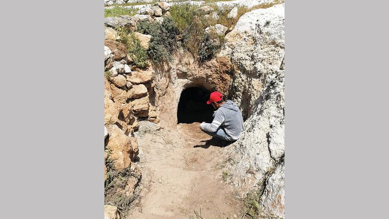 الاحتلال يمنع  سكان المراجم من ترميم منازلهم، أو القيام بعمليات بناء جديدة  فوق الأرض، ويحظر  حفر وترميم الكهوف تحتها.