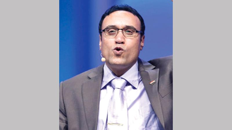 علاء جانب من بين المشاركين في الأمسية.  أرشيفية