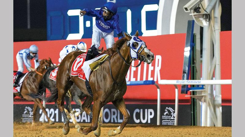 لويس سايز يحتفل بفوز «ميستيك غايد» بكأس دبي العالمي.   تصوير: أسامة أبوغانم