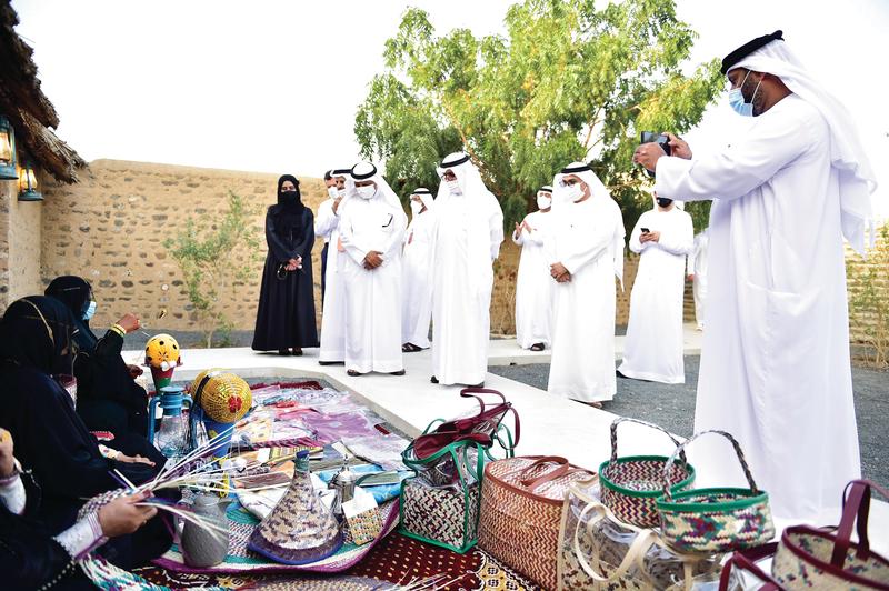 سعيد بن صقر القاسمي خلال انطلاقة أيام الشارقة التراثية.   من المصدر