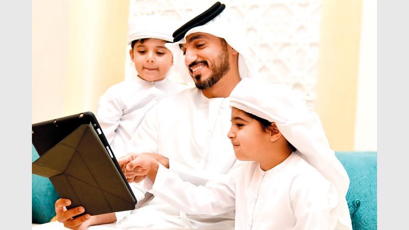 53.9 % من الأفراد يحددون مواقع الإنترنت المسموح بها لأطفالهم.  من المصدر