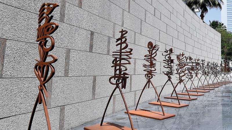 أعمال تعتمد على الحديد والمعادن بشكل أساسي وتقدم للحضور فرصة استكشاف الفن الثلاثي الأبعاد من ثقافات متعددة. تصوير: باتريك كاستيلو