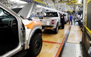 الصورة: «فورد» توقف إنتاج السيارات لمدة أسبوعين