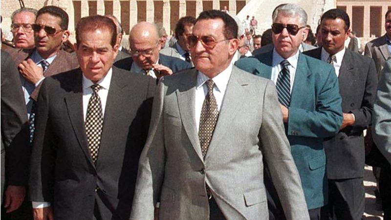 الجنزوري عمل مع الرئيس الراحل حسني مبارك أكثر من مرة.  أرشيفية