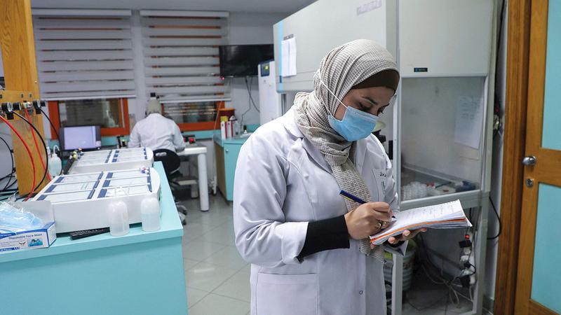 الطبيبة غصون بدران: تنظر معظم نساء الأسرى إلى الموضوع كأنه انتصار على الاحتلال.  أ.ف.ب