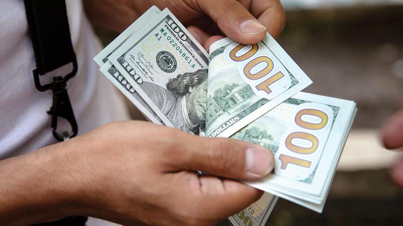 هناك آثار سلبية عدة لعمليات غسل الأموال أبرزها تأثر الاقتصاد بشكل سلبي. أرشيفية