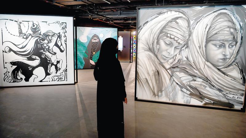 فكرة الجداريات تتماشى مع معرض محمد شبعة الذي اشتهر بتقديم اللوحات الفنية الضخمة.   تصوير: إريك أرازاس