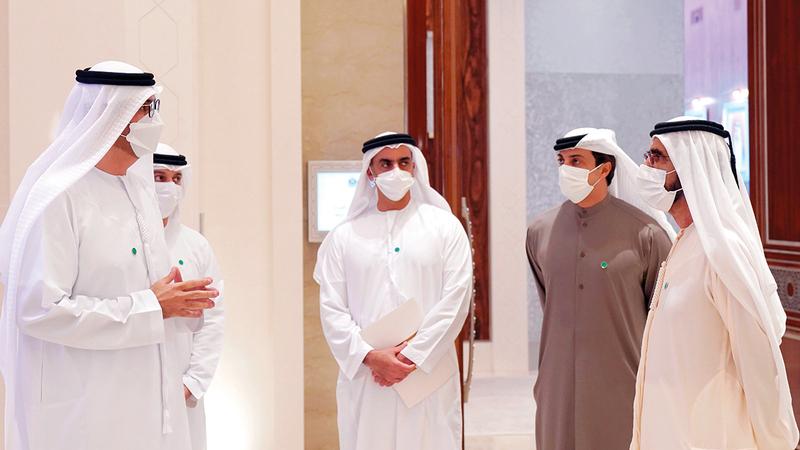 محمد بن راشد استمع بحضور سيف بن زايد ومنصور بن زايد إلى شرح من سلطان الجابر حول محاور الاستراتيجية وأهدافها . وام