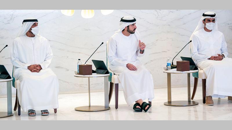 حمدان بن محمد خلال ترؤسه اجتماع المجلس التنفيذي في مقر «إكسبو 2020 دبي».  وام