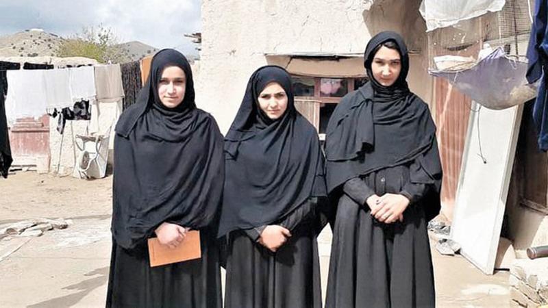 بعض طالبات «حبيب الرحمن».   من المصدر