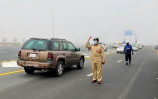الصورة: إصابة امرأة في تصادم 28 مركبة على شارع الإمارات