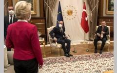 الصورة: رئيس المجلس الأوروبي يسرق مقعد «رئيسة المفوضية»