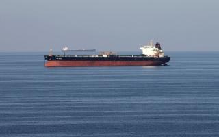 الصورة: زيادة الإمدادات وتراجع الطلب يهبطان بأسعار النفط