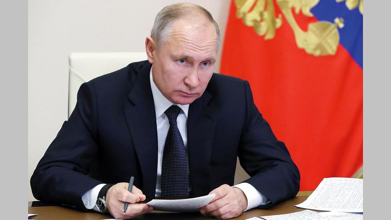 فلاديمير بوتين تدخل لإنقاذ حليفه السوري.   إي.بي.إيه