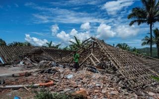 الصورة: بالصور: هزة أرضية في أندونيسيا تخلف أضراراً بشرية ومادية