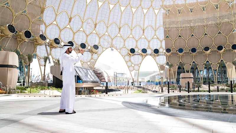 حمدان بن محمد قام بجولة تفقدية في موقع «إكسبو 2020 دبي».  وام