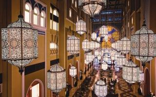 الصورة: دبي تتزيّن بالأضواء فرحة بالشهر الفضيل
