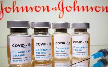 الصورة: جنوب إفريقيا تعلّق استخدام مليوني جرعة من لقاح جونسون آند جونسون