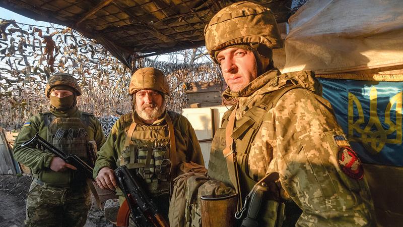 جنود أوكرانيون في مواقع القتال.   رويترز