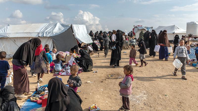 مخيم الهول أكبر مخيمات اللاجئين في سورية و94% من سكانه من النساء والأطفال.   نيويورك تايمز
