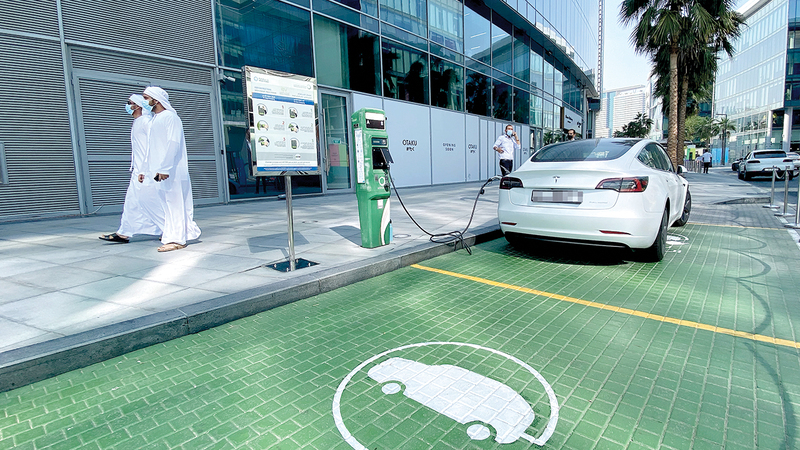 شراء السيارات الكهربائية بأسعار معقولة يدعم نمو المبيعات.  تصوير: باتريك كاستيلو