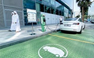 «غرفة دبي»: نمو واردات الإمارات من السيارات الكهربائية