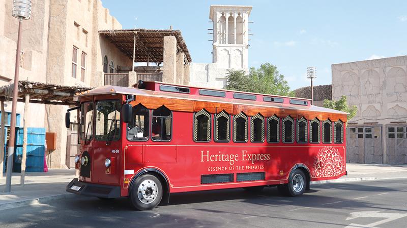جولة حافلة الترولي تغطي أقدم أحياء المدينة.   من المصدر