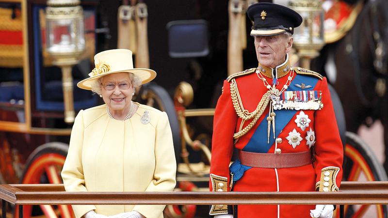 صورة أرشيفية تجمع بين الملكة إليزابيث وزوجها الراحل الأمير فيليب. أ.ب