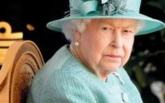 الصورة: الملكة إليزابيث تستأنف مهامها بعد 4 أيام على وفاة زوجها