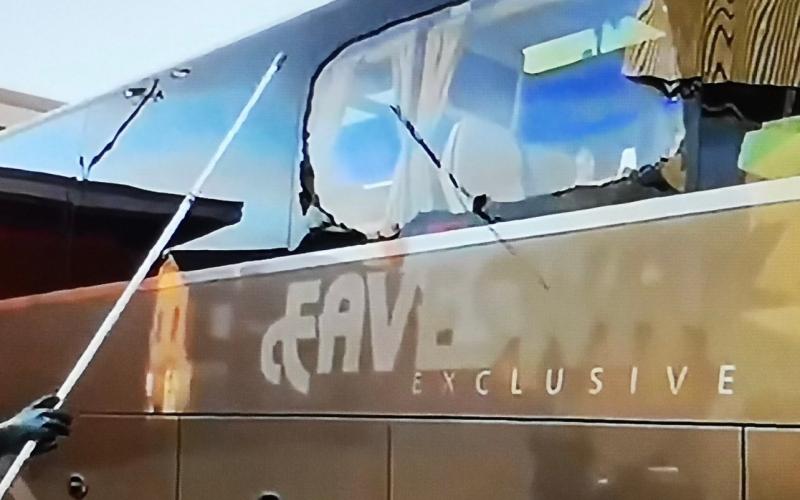 الصورة: بالفيديو: جماهير ليفربول تعتدي على حافلة ريال مدريد.. وتكسر نافذة زيدان بالحجارة