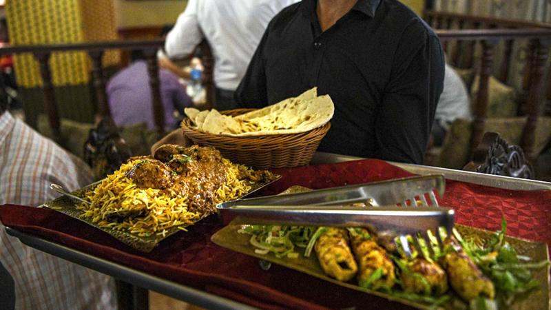 الطلب على المطاعم الفندقية يشهد إقبالاً متزايداً.  أرشيفية