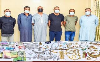 الصورة: شرطة الشارقة تلقي القبض على تشكيل عصابي تخصص بسرقة المنازل