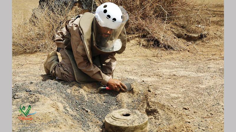 الألغام التي زرعها الحوثيون في اليمن معضلة تواجه الحكومة الشرعية.   أ.ب