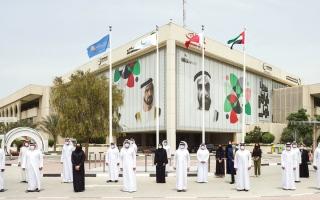 رفع راية «برنامج حمدان بن محمد للخدمات الحكومية» في مبنى «كهرباء دبي»