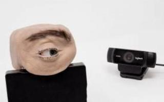 الصورة: كاميرا مراقبة على شكل عين بشرية تذكَر الناس أنهم مُراقبون