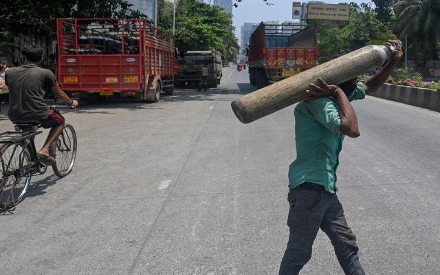 الصورة: ناقوس خطر في الهند.. موجة كورونا جديدة تفتك بالشباب والأطفال