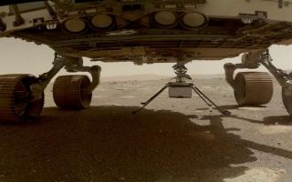 الصورة: «ناسا» تتأهب للحظة حاسمة.. تحليق أول هليكوبتر فوق سطح المريخ