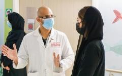 الصورة: سلامة بنت هزاع تتفقد مرضى «التأهيل التخصصي» في أبوظبي