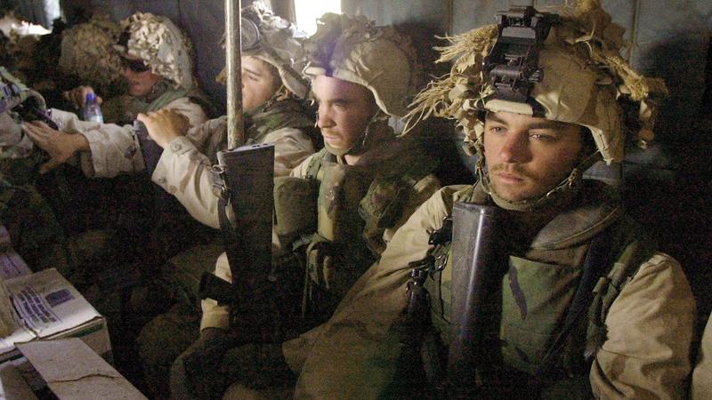 قوات مارينز محمولة جواً في قندهار.   رويترز