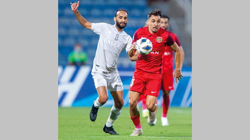 البرازيلي إدواردو خسر في مواجهته الأولى أمام فريقه السابق الهلال.  من المصدر