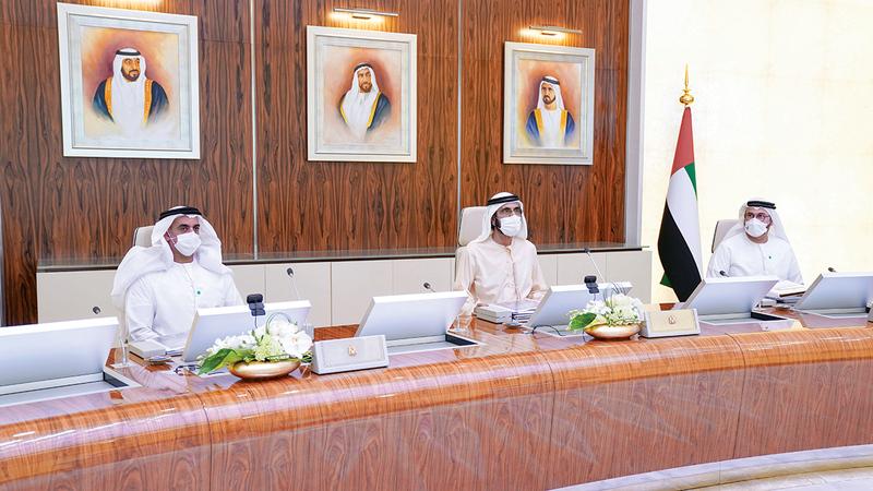 محمد بن راشد خلال ترؤسه اجتماعاً سابقاً لمجلس الوزراء. صورة أرشيفية