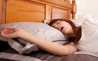 الصورة: دراسة: النوم المتقطع يعرض النساء للموت المبكر