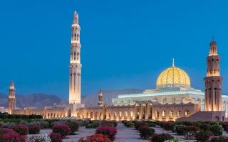 الصورة: بالفيديو.. مساجد.. جامع السلطان قابوس الأكبر.. الفخامة المهيبة تقترن بالبساطة