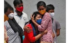 """الصورة: الهند تسجل أكثر من 295 ألف إصابة و2023 وفاة جديدة بـ """"كورونا"""""""