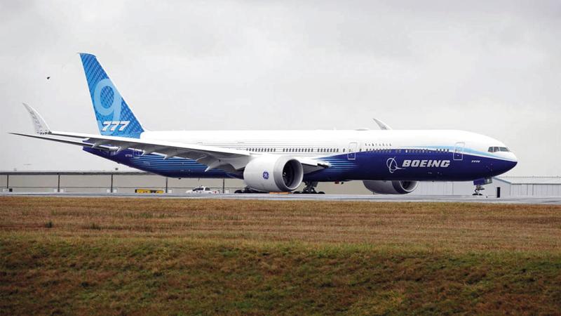 «777 إكس» جذبت عدداً كبيراً من عملاء الخطوط الجوية البارزين مثل «طيران الإمارات» و«سنغافورة».   أرشيفية