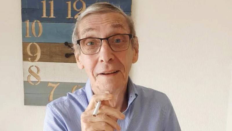 روبسون بلغ 76 عاماً.   من المصدر