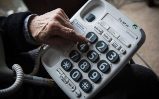 الصورة: بعملية احتيال.. تسعينية تخسر 32 مليون دولار عبر الهاتف في هونغ كونغ