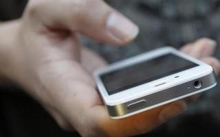 الصورة: ارتفاع استخدام تطبيقات «مراقبة الأزواج» 93 % خلال «كورونا»