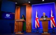 الصورة: جونسون يلغي خطــــة لإحاطات إعلامية على غرار البيت الأبيض كلفـت 2.6 مليون إسترليني