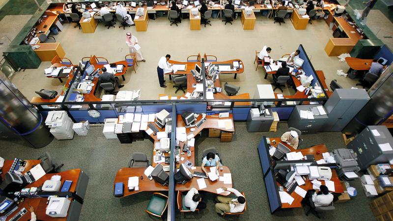 البنوك حافظت على الموظفين الرئيسين بها وبلغ عددهم 33.4 ألف موظف.   أرشيفية